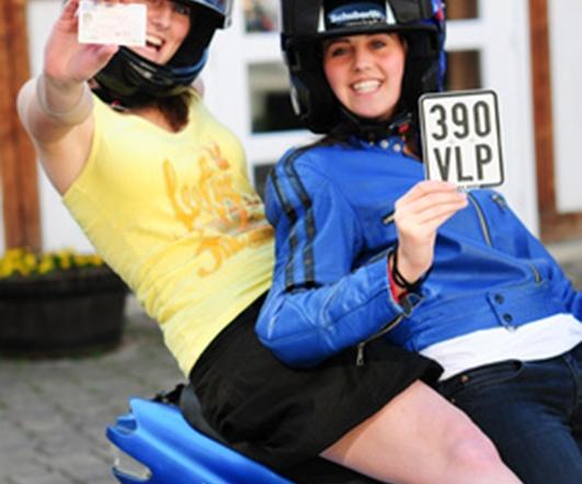 Die Mopedsaison beginnt - Versicherungskennzeichen